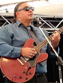 Portrait: Buddy Knox with a guitar